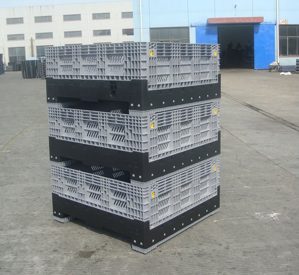 PLASTIC FOLDABLE CONTAINERS